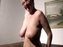 old booty moms still got it!