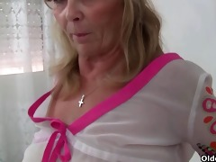 granny with big melons acquires finger screwed by