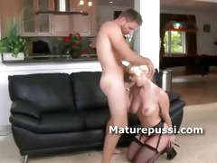 mature honey shows she is is blow job queen as