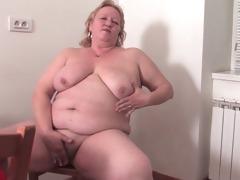 bulky granny in the kitchen r37