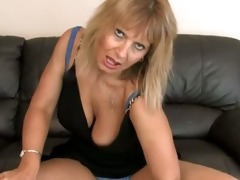 hairy mom at home cunt rub
