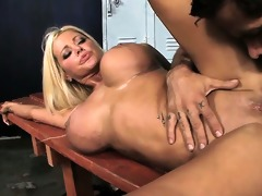 large d like to fuck milk cans bounce whilst she