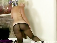 d like to fuck kelly plays with her nylon hose