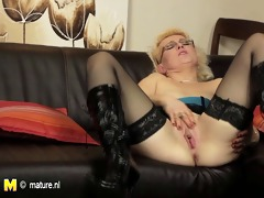 european mature mom playing with her vibrator on