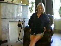 mamma rubbing fur pie on webcam