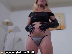 kinky blonde mama showing part0