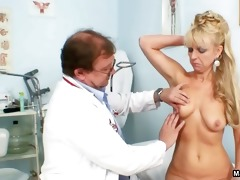 blond older mamma gets fulyl examed part0