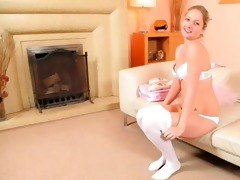 hawt mamma in white pantyhose finger