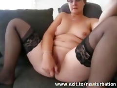 kelly 37 years cums with yellow sextoy