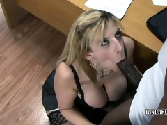 aged whore sara jay is in her office and getting
