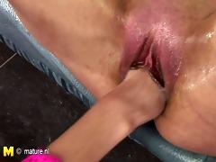 hottie fisting a perverted older nympho