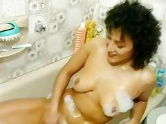 mother i in a tub suckin on chub