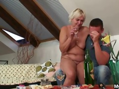he is finds his gfs mother bare and copulates her