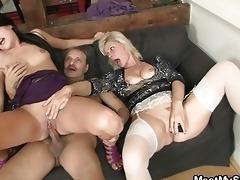 mamma licks daughters fur pie while dad wanks