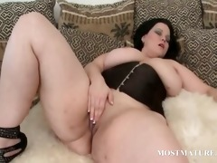 older fat doxy vibes her boobs and clitoris