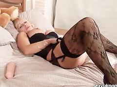 older british pornstar jane bond stuff her cookie