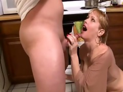 mama needs to eat...huge cumshot (camaster)