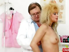 mamma receives a great gyno checkup