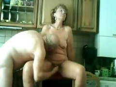 my mama and daddy fucking in our kitchen !!!