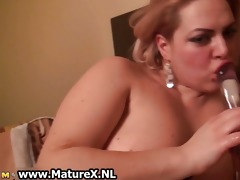 breasty mature woman with large part3