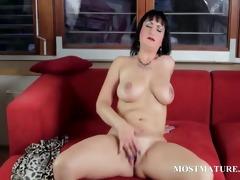 bare cougar ravishing her peachy cum-hole