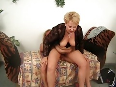overweight aged blonde receives her muff