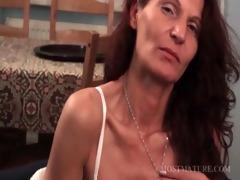 older hottie woking her lascivious body