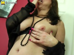 sexy mama-next-door playing with her twat